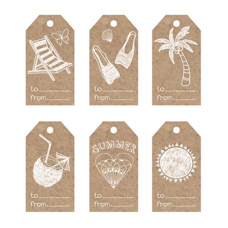 Colección de etiquetas de papel kraft con motivos de vacaciones de verano.