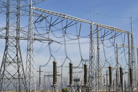 Equipos eléctricos e instalaciones en una estación de transformación en detalle