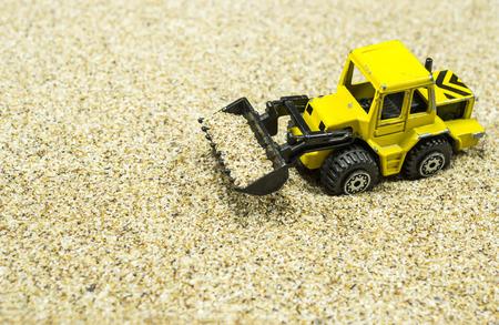 cargador frontal: Maqueta juguete cargadora frontal con el cuchar�n delantero lleno de arena