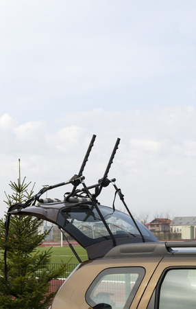 utility vehicle: Bicycle carrier system mounted on the rear door of a sports utility vehicle Stock Photo