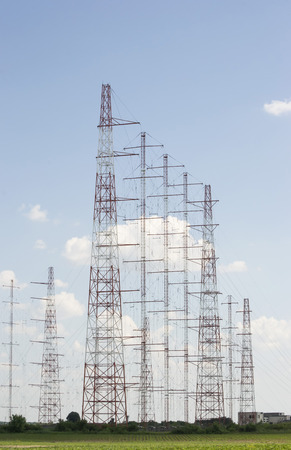 long range: Radio transmission array of antennas for long range radio communications