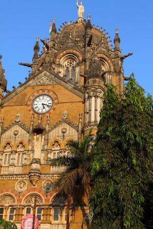 terminus: Terminus estaci�n de tren Victoria en Mumbai (India) Editorial