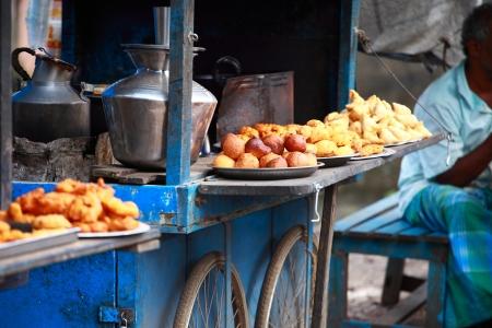 Traditional India food on the street. 版權商用圖片