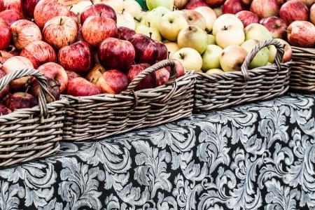 bushel: Fresh apples in baskets on display at a farmers market