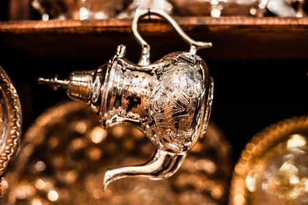 Juego de té de menta nana Arábica con tetera de metal y cristales Foto de archivo - 18857593