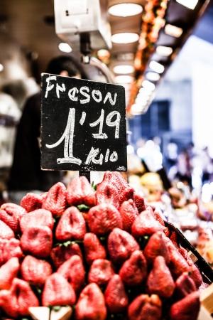 boqueria: Fruits stand in La Boqueria market, Barcelona Spain