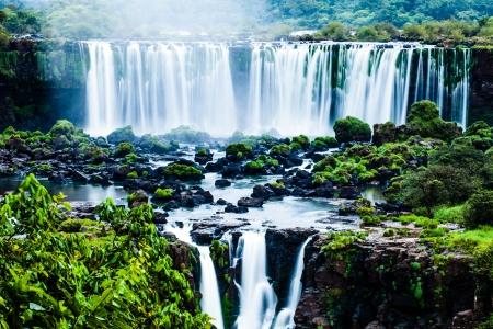 Iguassu Falls, the largest series of waterfalls of the world, view from Brazilian side 版權商用圖片 - 20556316