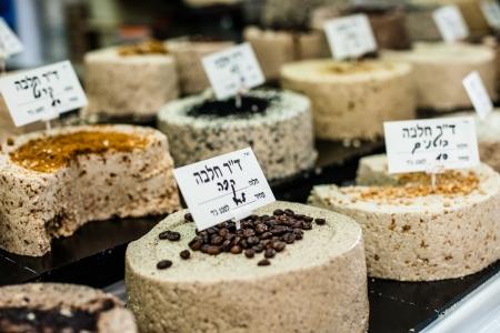 confect: Dolci tradizionali sul mercato stanno in Israele Archivio Fotografico