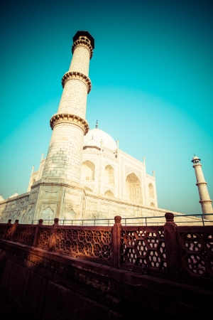 monument in india: Taj mahal , A famous historical monument, A monument of love, the Greatest White marble tomb in India, Agra, Uttar Pradesh