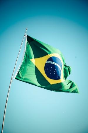 Die Nationalflagge von Brasilien (Brasil) flattert im Wind Standard-Bild - 25186218