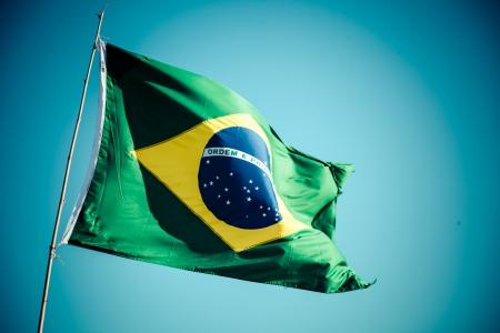 ブラジル (ブラジル) の国旗が風に揺れる