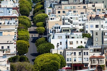 Lombard street on Russian hill, San Francisco  Фото со стока
