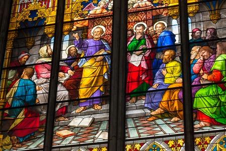 pfingsten: K�LN, DEUTSCHLAND - 26. August: Glasmalerei Kirchenfenster mit Pfingsten Thema in der Kathedrale am 26. August 2014 in K�ln Editorial