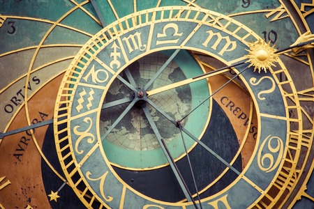 프라하의 올드 타운 프라하 천문 시계 (Orloj)의 세부 사항