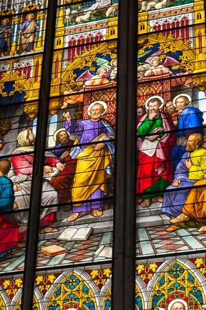 pfingsten: K�LN, DEUTSCHLAND - 26. August: Glasmalerei Kirche Fenster mit Pfingsten Thema in der Kathedrale am 26. August 2014 in K�ln Editorial