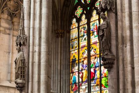 pfingsten: K�LN, DEUTSCHLAND - 26. August: Die Buntglaskirchenfensters mit Pfingstthema in der Kathedrale am 26. August 2014 in K�ln
