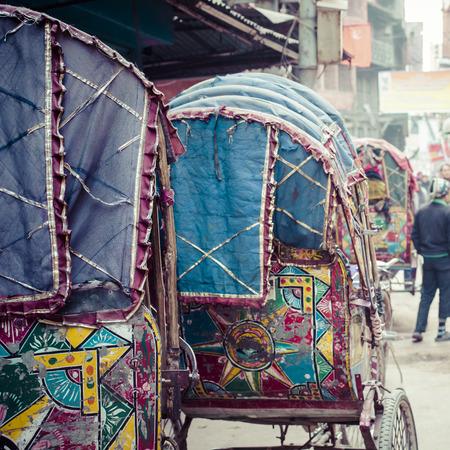 rikscha: bunte nepalesischen Rikscha in den Stra�en von Kathmandu