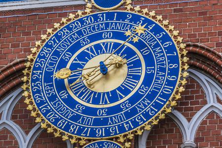 cronologia: Detalle del reloj astronómico en la casa de puntos negros, Riga, Letonia