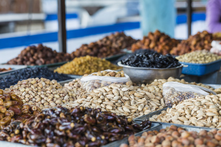 frutas secas: Dry fruits and spices like cashews, raisins, cloves, anise, etc. on display for sale in a bazaar in Osh Kyrgyzstan. Foto de archivo