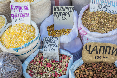 safran: Dry fruits and spices like cashews, raisins, cloves, anise, etc. on display for sale in a bazaar in Osh Kyrgyzstan. Stock Photo