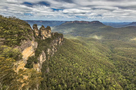 australia jungle: The famous Three Sisters rock formation in the Blue Mountains National Park close to Sydney, Australia Stock Photo
