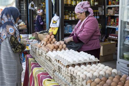 pastil: BISHKEK, KYRGYZSTAN - SEPTEMBER 27, 2015 : Woman selling eggs in local market. Editorial