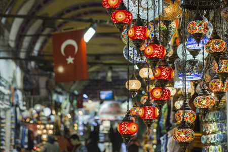 Various old lamps on the Grand Bazaar in Istanbul 版權商用圖片 - 49647136