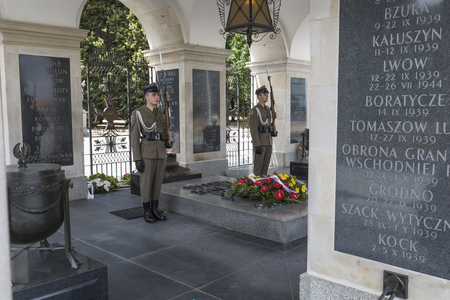 tomb unknown soldier: WARSAW, POLAND - JULY, 08: The Tomb of the Unknown Soldier at Pilsudski Square, on July 08, 2015. Tomb of the Unknown with eternal flame, since 1925. Editorial