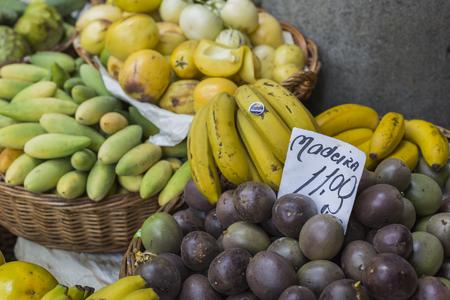 fruits exotiques frais dans Mercado Dos Île Lavradores.Madeira, Portugal.