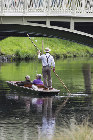 punt: CHRISTCHURCH, NEW ZEALAND - NOVEMBER 08, 2014: A boatman guides a group of tourists in their punt down the Avon River on Easter Sunday afternoon on November 08, 2014 in Christchurch.