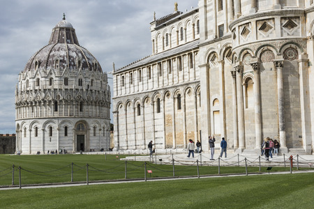 miracoli: PIZA, ITALY - 10 MARCH, 2016: View of Leaning tower and the Basilica, Piazza dei miracoli, Pisa, Italy