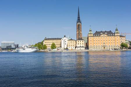 stan: Scenic panorama of the Old Town (Gamla Stan) pier architecture in Stockholm, Sweden Stock Photo