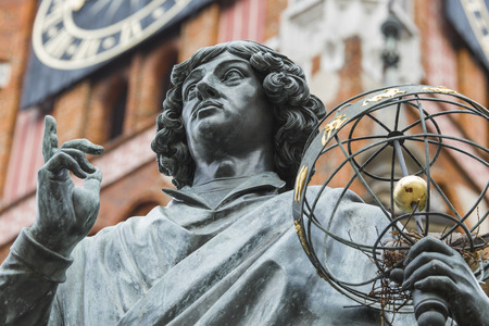 Monument des großen Astronomen Nicolaus Copernicus, Torun, Polen Standard-Bild - 57198483