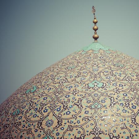 sheikh: Sheikh Lotfollah Mosque at Naqhsh-e Jahan Square in Isfahan, Iran
