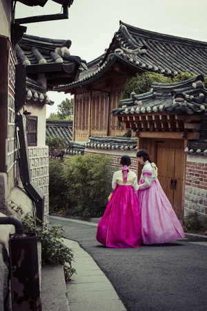 Bukchon Hanok Village is one of the famous place for Korean traditional houses in Seoul, South Korea. Standard-Bild