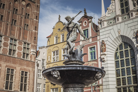 neptuno: Fountain of the Neptune in old town of Gdansk, Poland