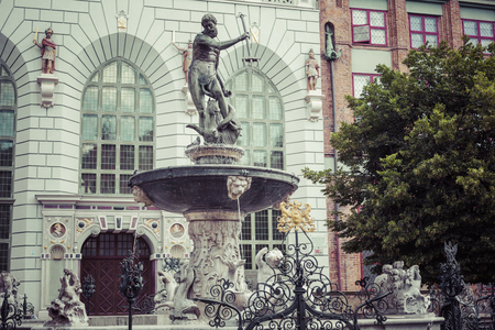 Fountain of the Neptune in old town of Gdansk, Poland Publikacyjne