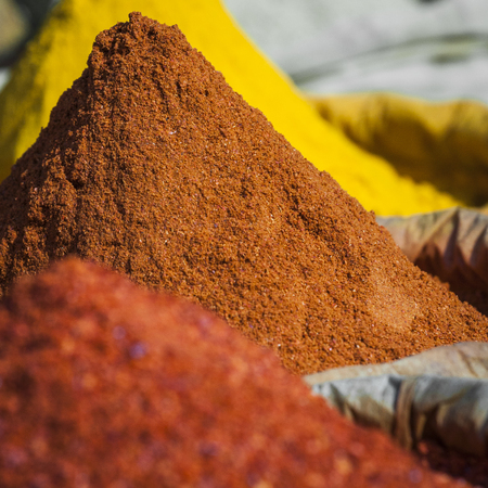 sell: India spices at the local market at Delhi.