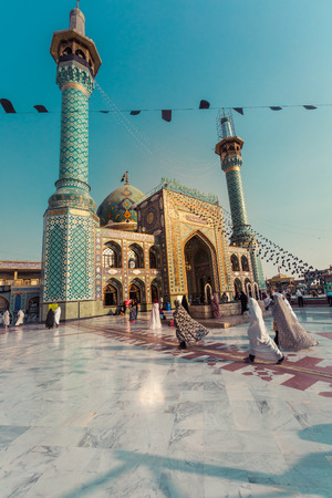 TEHERAN, IRAN - OCTOBER 03, 2016: People walking around Emamzadeh Saleh in Teheran, Iran. Standard-Bild - 122070967