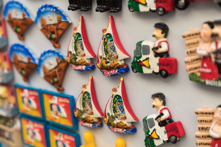 Souvenir magnets from Sicily,Italy. 免版税图像
