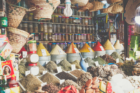 Selection of spices on a traditional Moroccan market (souk) in Marrakech, Morocco Standard-Bild