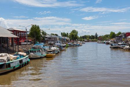 TIGRE, ARGENTINIEN - 30. JANUAR 2018: Blick auf den Markt von Puerto de Frutos in Tigre, Argentinien.