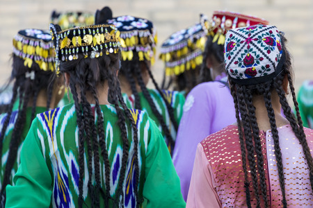 Folk dancers performs traditional dance at local festivals in Khiva, Uzbeksitan. Stok Fotoğraf - 107700771