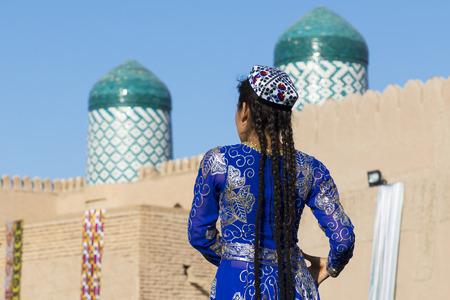 Folk dancers performs traditional dance at local festivals in Khiva, Uzbeksitan. Stok Fotoğraf - 107700787