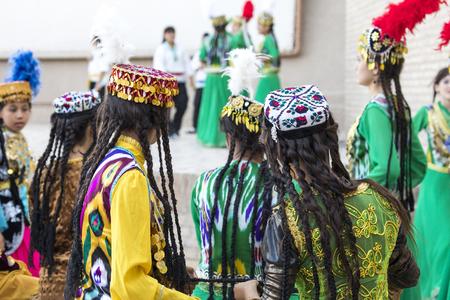 Folk dancers performs traditional dance at local festivals in Khiva, Uzbeksitan. Stok Fotoğraf - 107709535