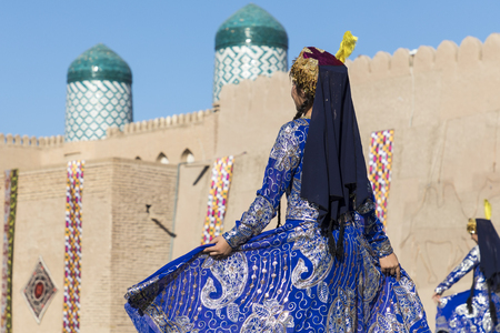Folk dancers performs traditional dance at local festivals in Khiva, Uzbeksitan. Stok Fotoğraf - 107700949