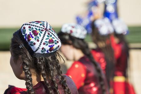 Folk dancers performs traditional dance at local festivals in Khiva, Uzbeksitan. Stok Fotoğraf - 107700948