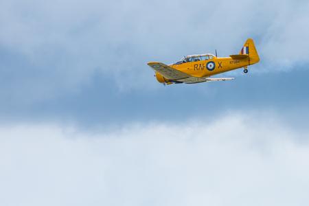GIZYCKO, Polonia - Agosto 5, 2018: North American T-6 Texan DUN de 1938 aviones en el evento Air Show Mazury 2018 en el lago Niegocin en Gizycko. Polonia. Editorial