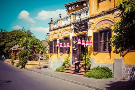 HOI AN, VIETNAM - NOVEMBER 21, 2018: Hoian Ancient town houses. Colourful buildings with festive silk lanterns. UNESCO heritage site. Vietnam. 報道画像