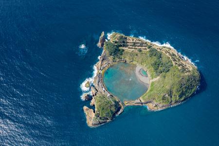 Luftaufnahme der Insel Vila Franca do Campo, Insel Sao Miguel, Azoren, Portugal.